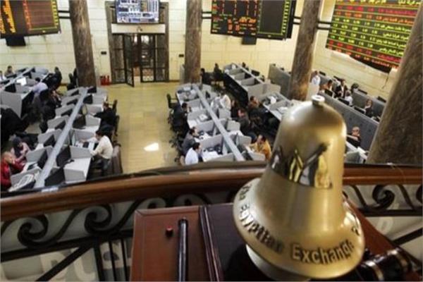 البورصة المصرية تواصل تراجعها بالمنتصف بضغوط مبيعات المتعاملين المصريين