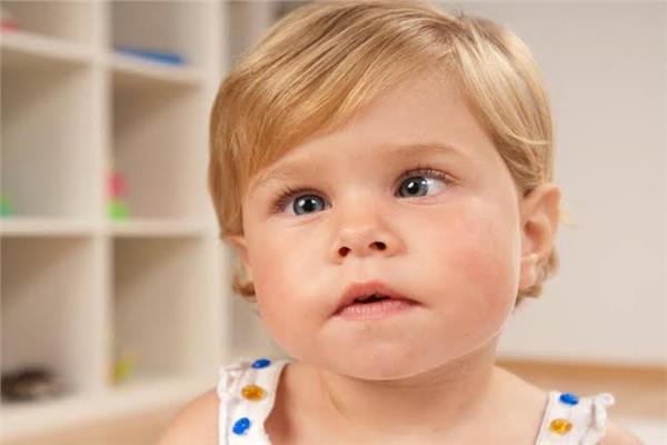 «حول الأطفال» ٣ أعراض تستدعي زيارة طبيب العيون فورا