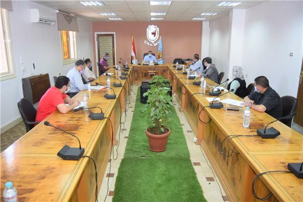 خلال اجتماع الدكتور احمد عزيز رئبس جامعة سوهاج الاجتماع الاول لمركز موازنة البرامج والاداء