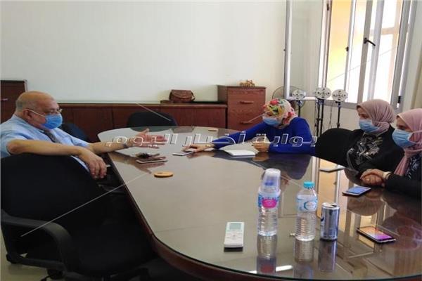 محررة بوابة أخبار اليوم مع د سامي عفيفي مؤسس معمل أمام بيولوجي ود جيهان خليل والباحثين