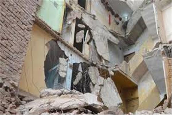انهيار منزل بقنا