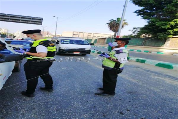 توقيع غرامات على السائقين لعدم ارتداء الكمامات