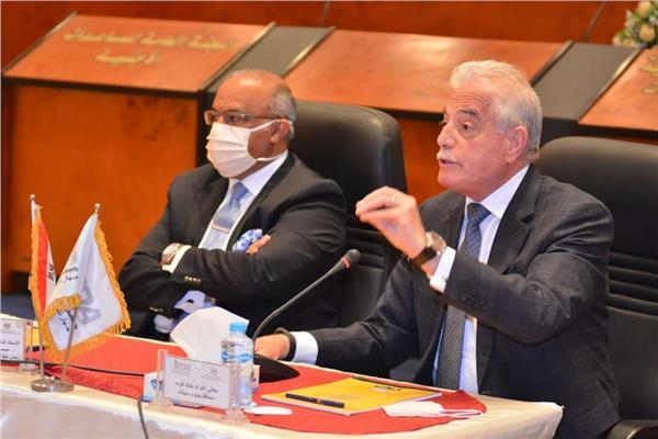 محافظ جنوب سيناء يعقد مؤتمر لتوطين استثمارات للتجارة بجنوب سيناء