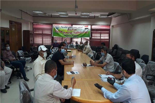 البيئة بوسط الدلتا تلتقى متعهدى جمع الأرز من الشباب بالغربية وكفر الشيخ