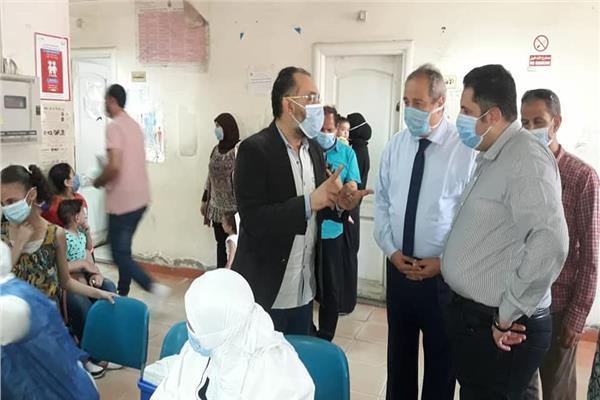 نائب محافظ القاهرة يتابع حملات تطعيم شلال الأطفال بالمركز الطبي