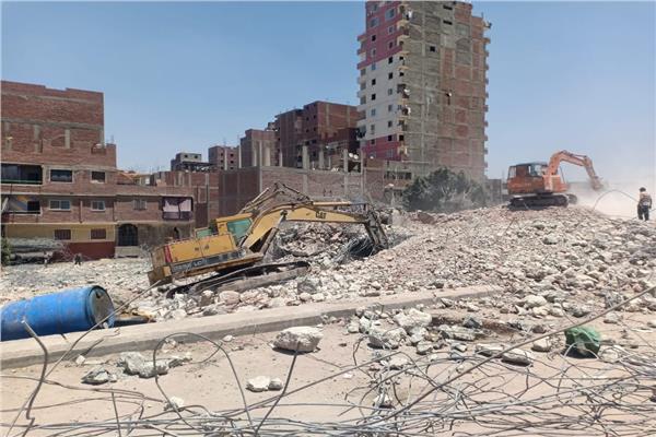 محافظة الجيزة تزيل 8 عقارات مخالفة