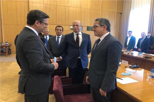 وزير السياحة والآثار يستهل لقاءاته الرسمية في أوكرانيا بلقاء وزير الخارجية