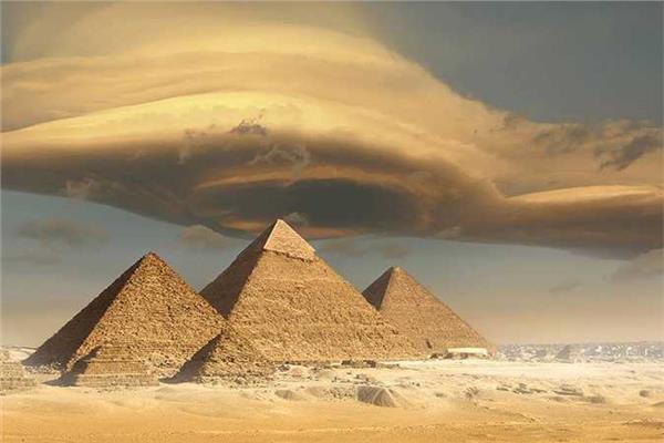 سراديب ودهاليز وغرف سرية.. هل بنى فضائيون الأهرامات؟