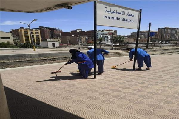 """""""السكة الحديد"""" تتفذ حملة نظافة شاملة لمحطات المحافظات"""