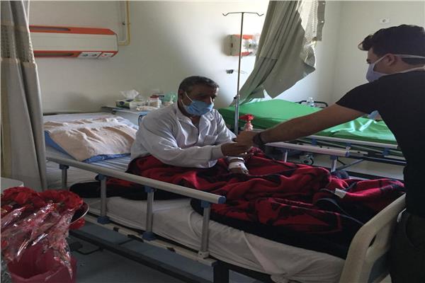 امن مستشفي زفتي يقدم تهنئة العيد لمصابي كورونا