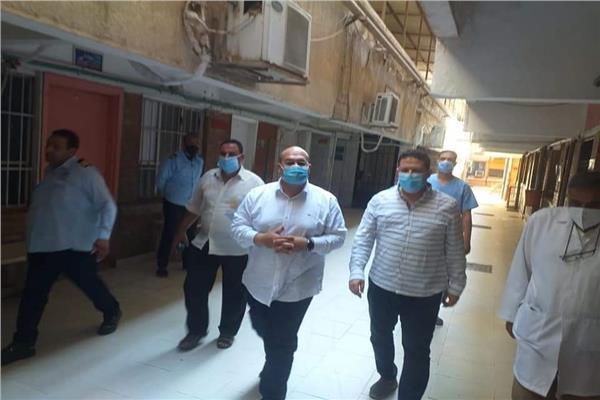 في ثالث أيام العيد.. نائب محافظ الجيزة يتفقد مستشفى إمبابة العام