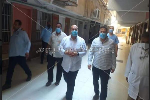 في ثالث أيام العيد ... نائب محافظ الجيزة يتفقد مستشفى أمبابه العام