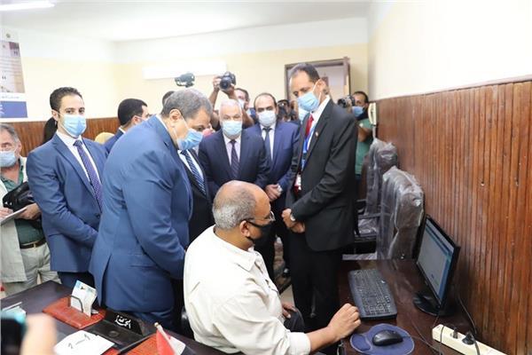 """""""سعفان"""" يطلق منظومة التحول الرقمي بالقوى العاملة تجريبياً بالإسكندرية"""