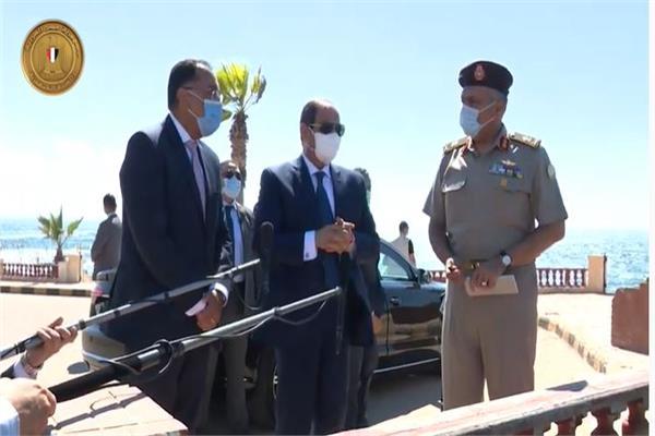 الرئيس السيسي خلال جولته بمنطقة المنتزه التاريخية