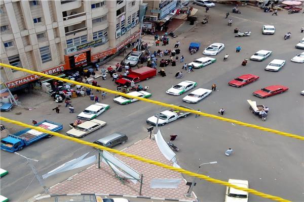 سيارة طائشة تصطدم بماكينة صراف آلي وتصيب 3 أشخاص بدمنهور