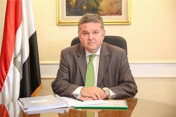 وزير قطاع الأعمال العام يستعرض استراتيجية تطوير «مصر الجديدة للاسكان والتعمير»