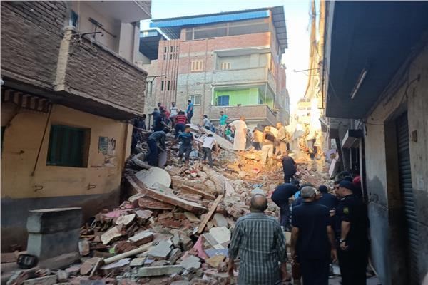 قوات الأمن تفرض كردون أمني حول منزل المحلة المنهار