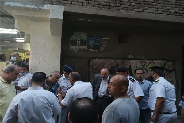مدير أمن الغربية يصل موقع انهيار منزل المحلة