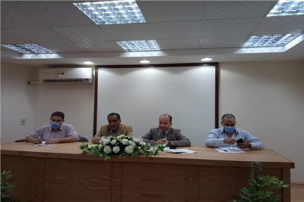 وكيل وزارة الصحة بالبحيرة يناقش استعدادات مرحلة الترقب والمتابعة لكورونا مع مديرى المستشفيات