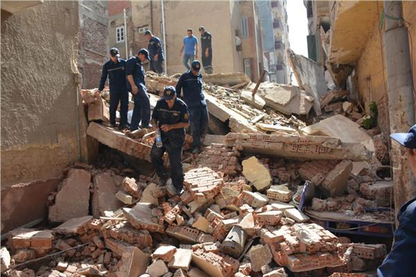 انهيار منزل من 4 طوابق بالمنصورة