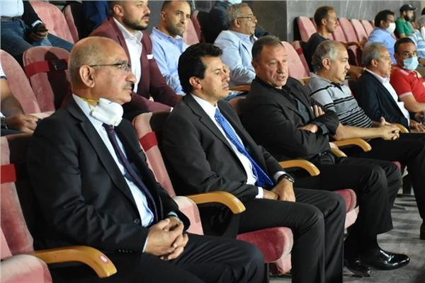 وزير الرياضة يشهد مباراة الأهلي وانبي