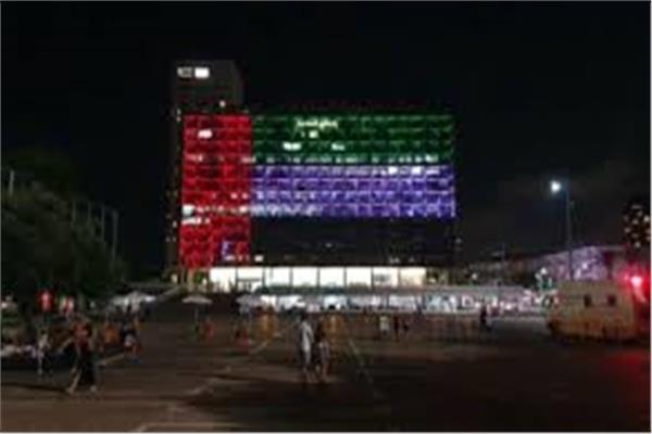 إضاءة مبنى بلدية تل أبيب بألوان العلم الإمارتي