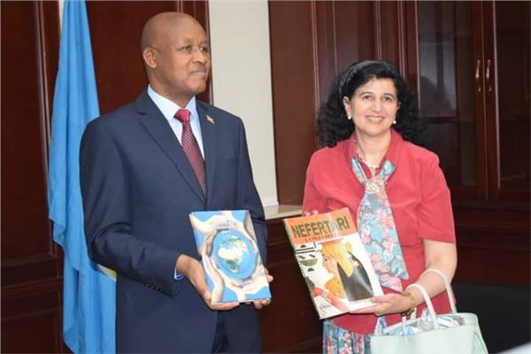 مراسم توديع لسفيرة مصر بالقصر الرئاسي في بوروندي