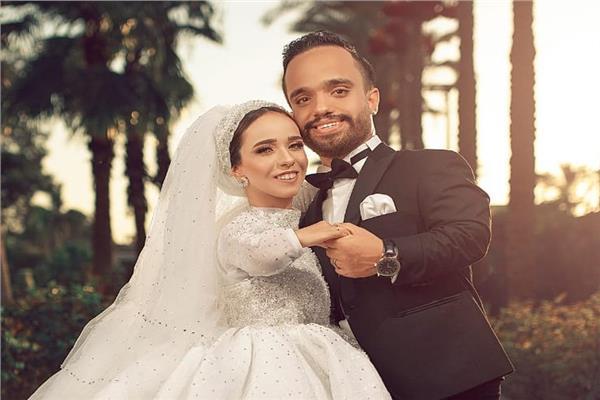 عبد الرحمن ومنار خلال حفل زفافهما