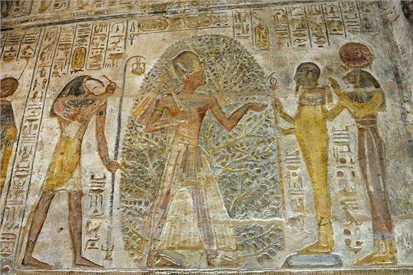 التقويم المصري القديم منقوش على جدران القدماء