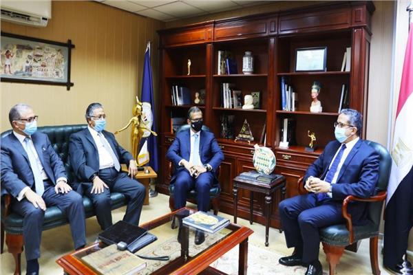 الوزير مع نادر الببلاوي و احمد الوصيف و ماجد فوزي