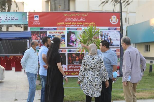 خالد جلال خلال تفقده اللمسات الأخيرة بمسرح ساحة الهناجر