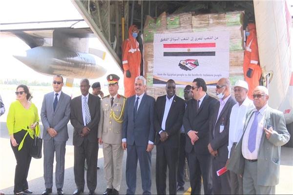 وصول قافلة الأزهر الطبية والإغاثية إلى السودان