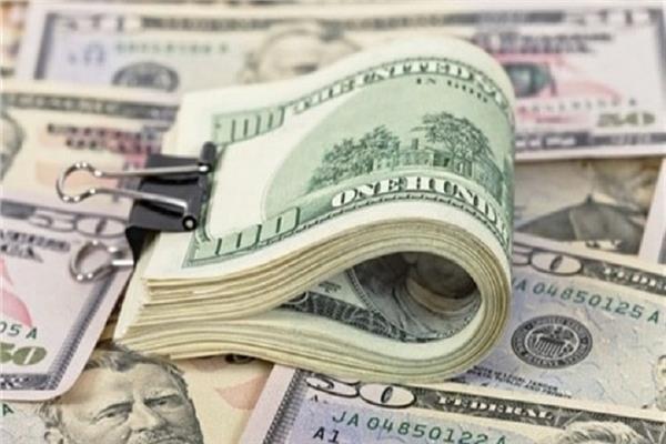 سعر الدولار يتراجع أمام الجنيه المصري