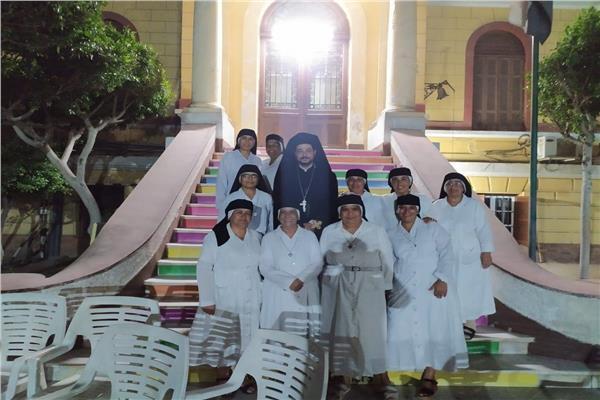 الأنبا باخوم يزور راهبات يسوع ومريم القبطيات