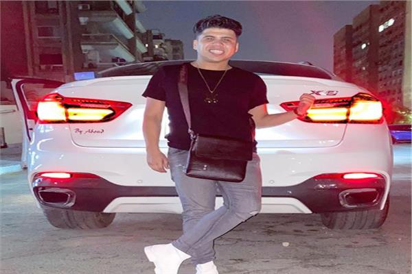 المطرب عمر كمال بصحبة سيارته BMW x6