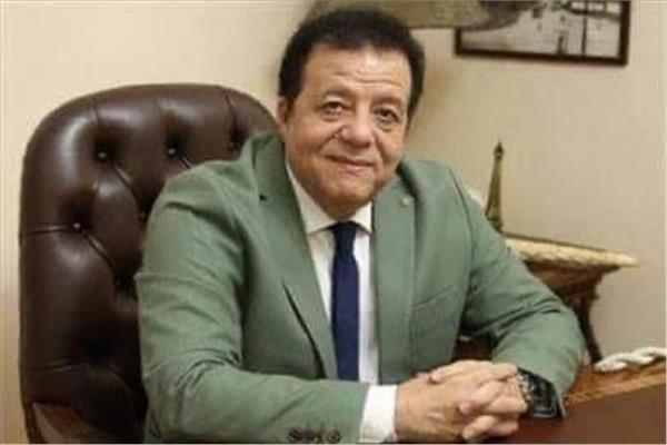 د. عاطف عبد اللطيف رئيس جمعية مسافرون للسياحة والسفر