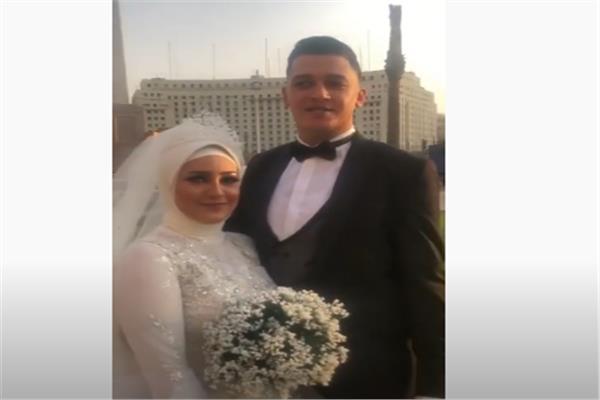 """فيديو .. عريس بميدان التحرير """"ربنا يحفظ مصر من الأشرار"""""""