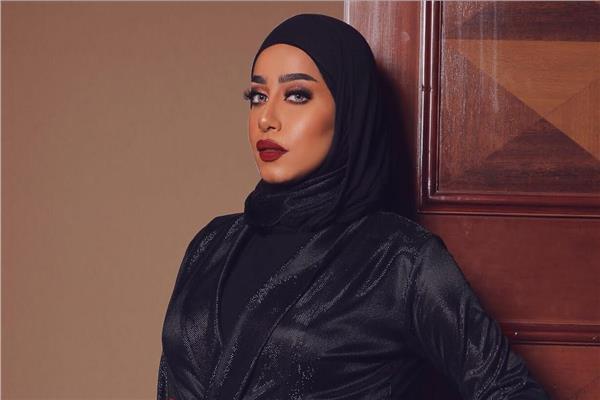 خبيرة التجميل البحرينية فاطمة الدوسري