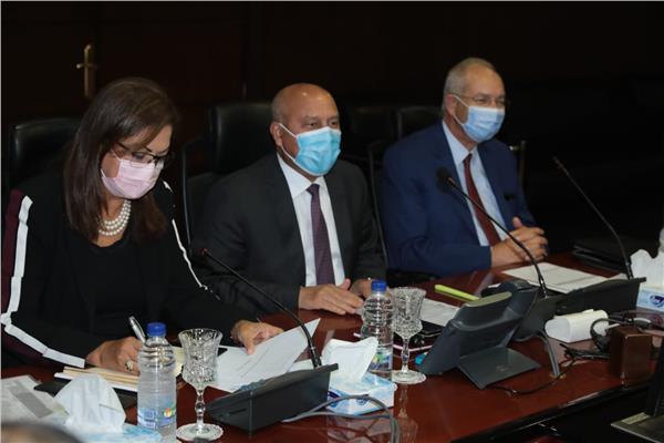 وزيرا «النقل» و«التخطيط» يتابعان آليات توطين صناعة السكك الحديدية بمصر