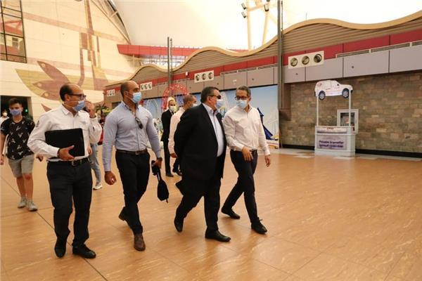 وزير الإعلام يشارك في جولة بمطار شرم الشيخ لمتابعة تطبيق الإجراءات الاحترازية