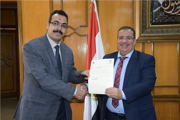 الدكتور أحمد زكى حسين رئيس جامعة قناة السويس