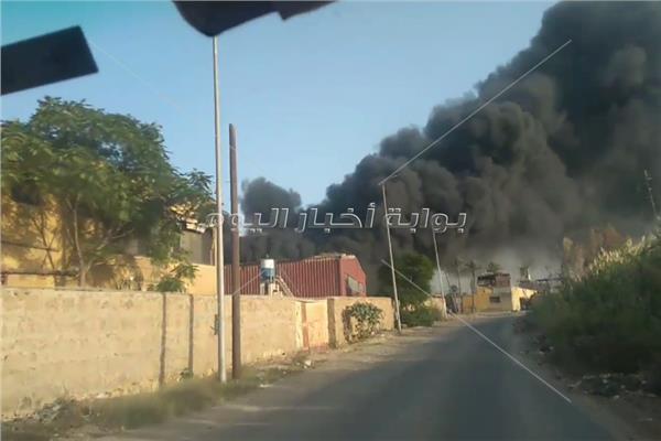 اللقطات الأولى لحريق بمصنع بطريق الخانكة