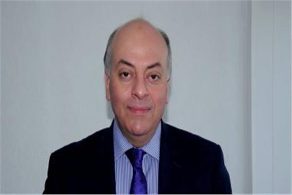 الدكتور محمد المنيسي، استشاري الجهاز الهضمي والكبد
