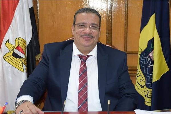 أحمد زكى رئيس جامعة قناة السويس