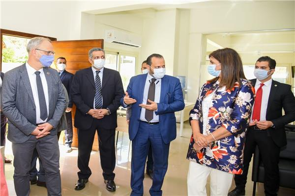 مكرم تتفقد المركز المصري الألماني للوظائف والهجرة