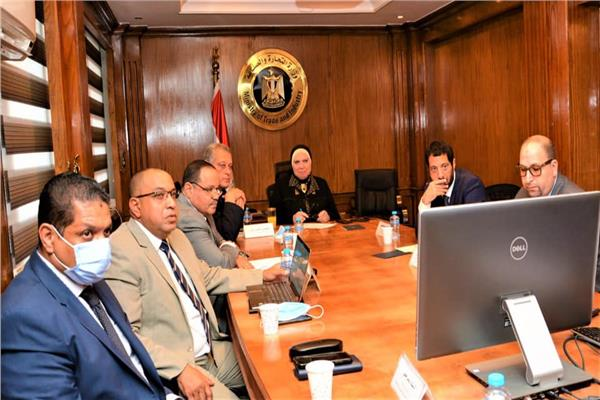 جانب من اجتماع  وزيرة التجارة والصناعة مع شركة أمازون العالمية