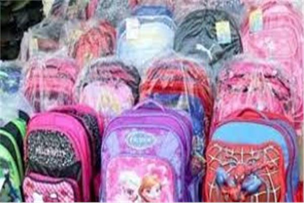 توزع حقائب مدرسية