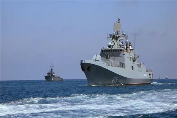 صورة بتدريب قوي.. البحرية الروسية تدمر قوات العدو بـ«المتوسط»