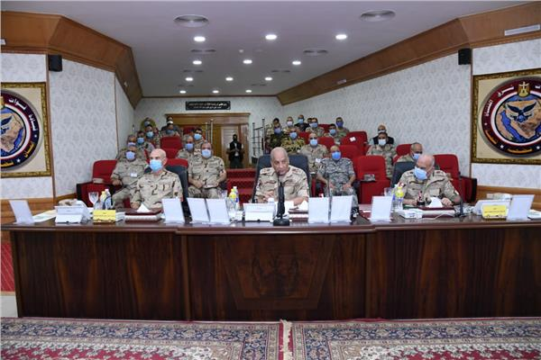 وزير الدفاع خلال اللقاء