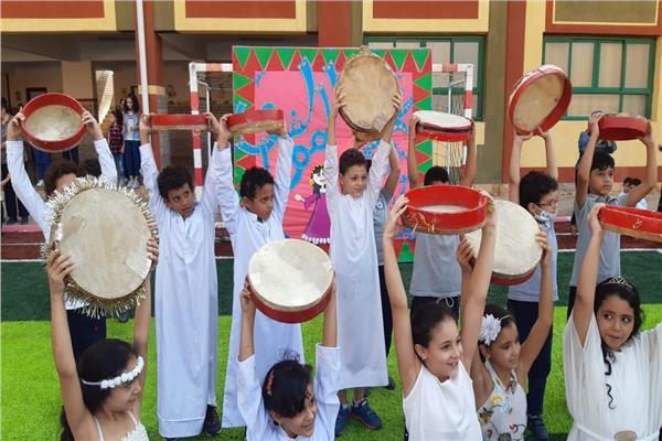 طلاب المدرسة الرسمية الدولية